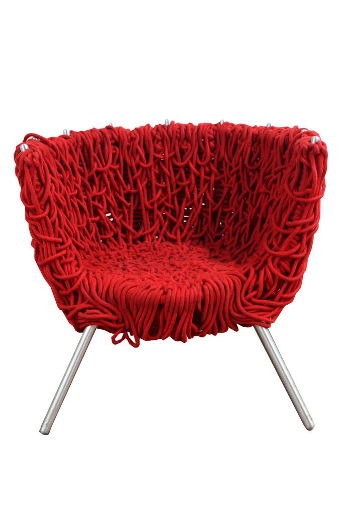 Cadeira-Vermelha_Irmãos-Campana_Foto-Léo-Domingues