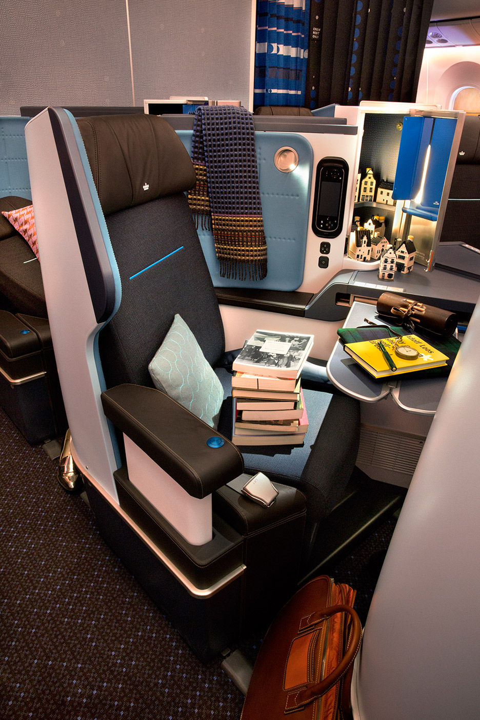 KLM-787_Hella-Jongerius_product-photos_dezeen_936_0