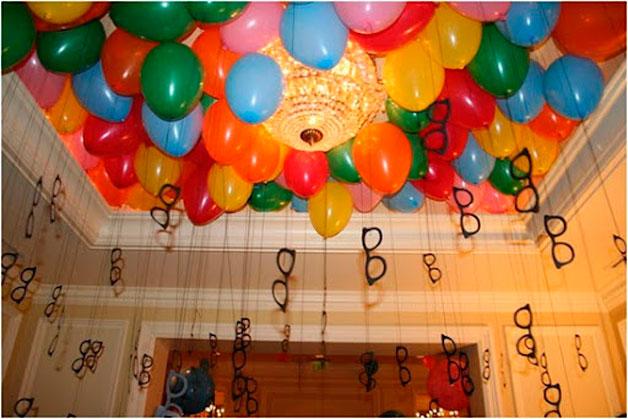 Resultado de imagem para casa decorada carnaval baloes